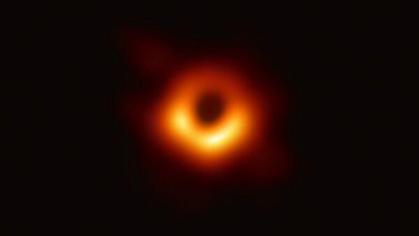Il buco nero individuato al centro della galassia M87 - Sputnik Italia