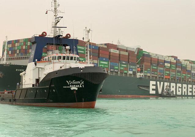 La nave cargo Ever Given bloccata nel Canale di Suez