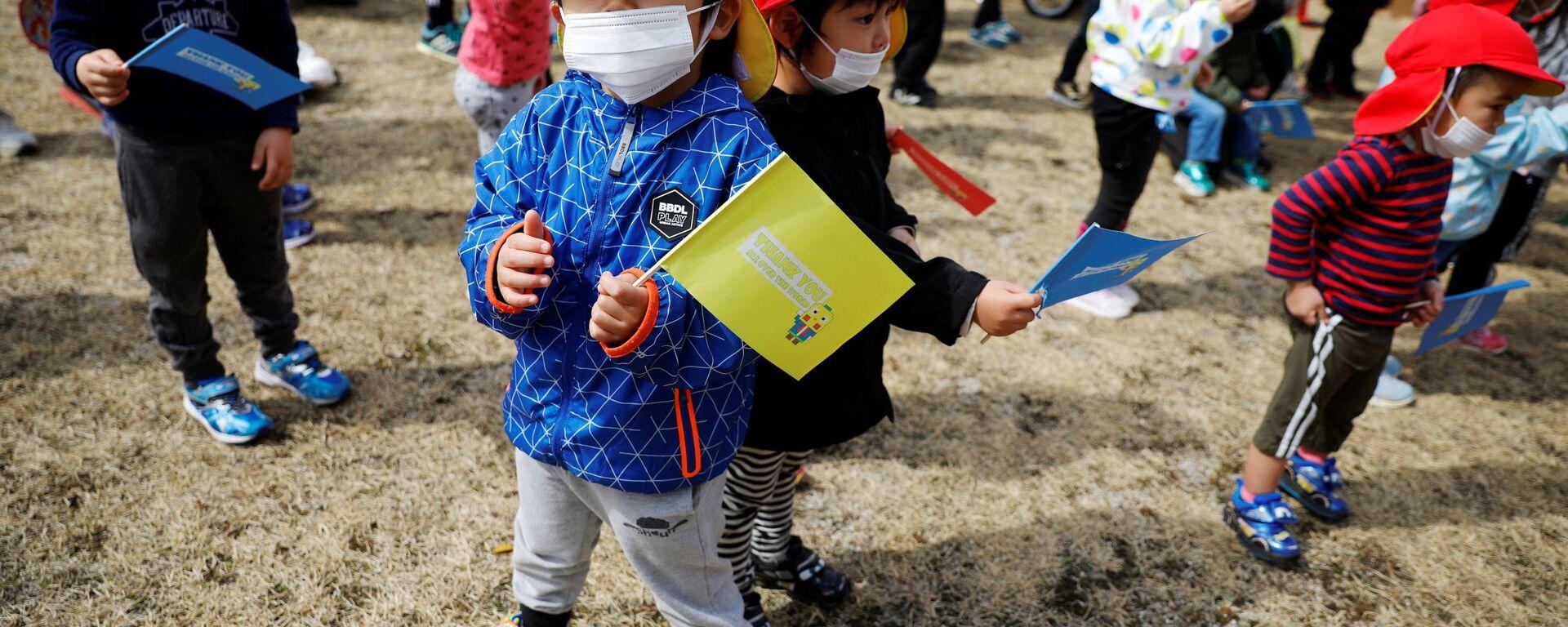 Дети во время эстафеты огня в префектуре Фукусима - Sputnik Italia, 1920, 28.07.2021