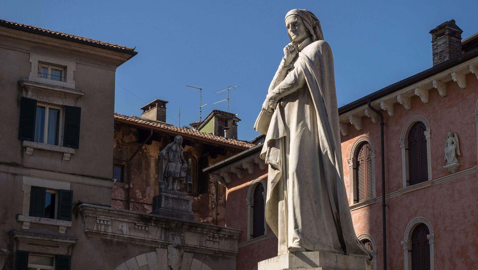 La statua di Dante a Piazza dei Signori, Verona - Sputnik Italia, 1920, 31.03.2021