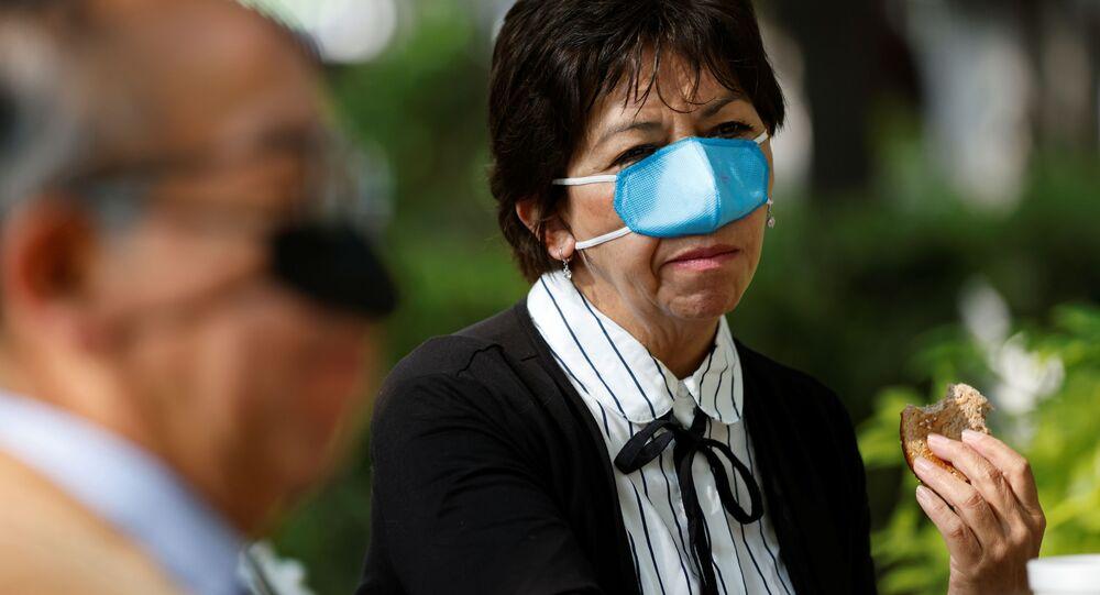 Una mascherina nasale