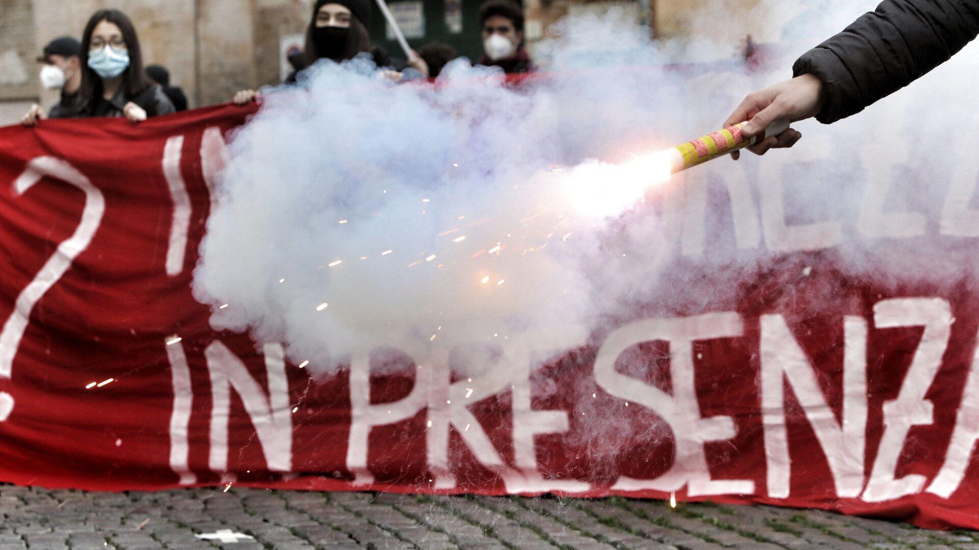 Corteo di protesta del mondo della scuola - Sputnik Italia, 1920, 13.09.2021