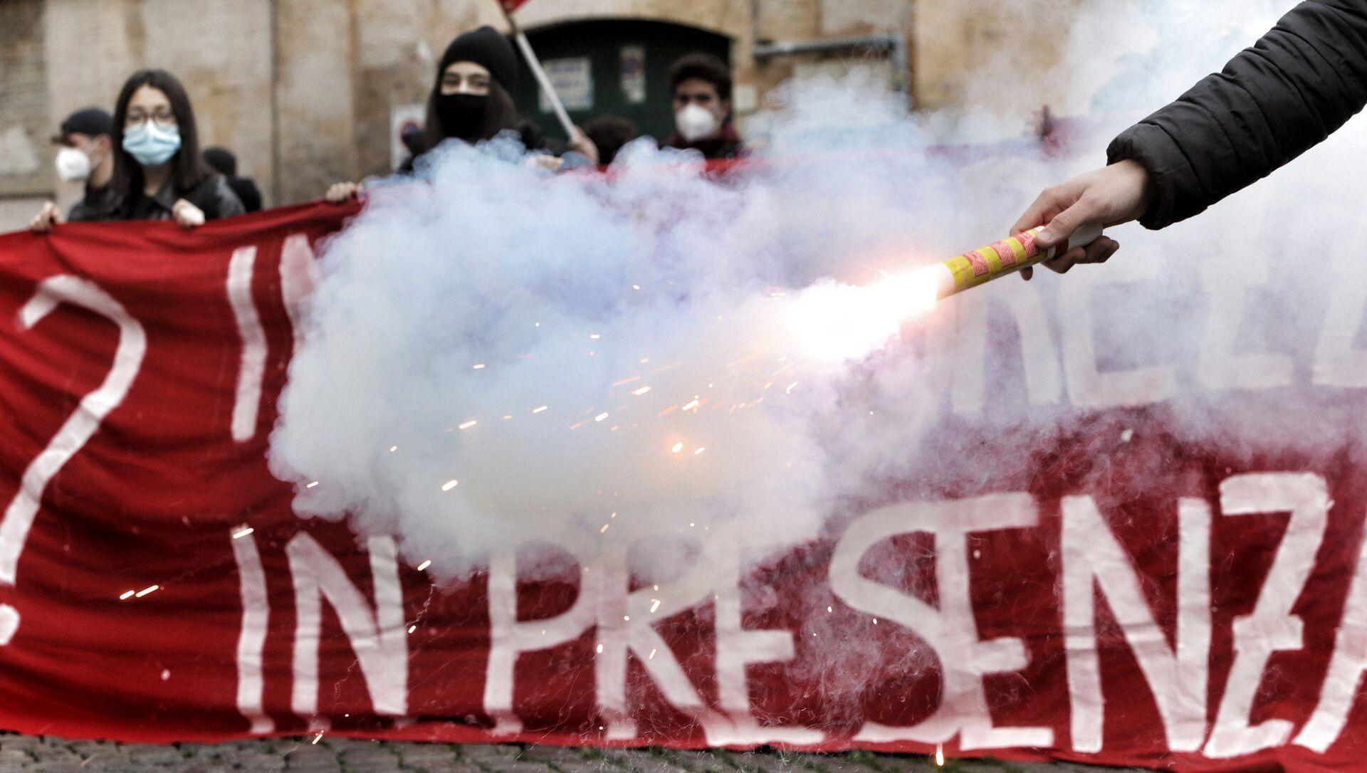 Corteo di protesta del mondo della scuola - Sputnik Italia, 1920, 26.03.2021