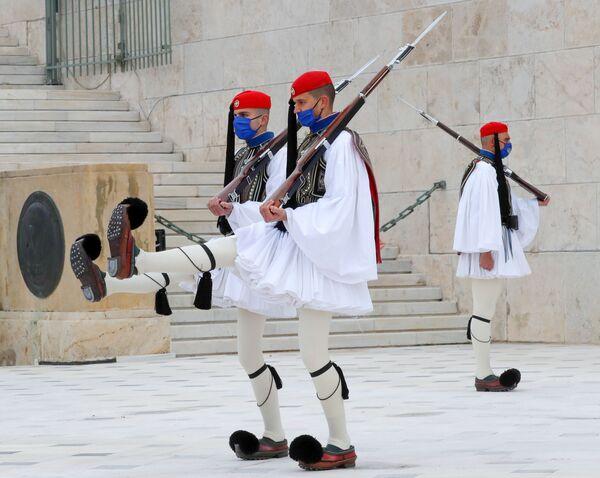 Il 200° anniversario della rivoluzione greca del 1821 e della guerra d'indipendenza è stato commemorato ad Atene con una parata militare - Sputnik Italia