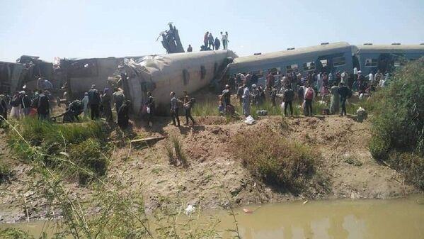 Scontro di due treni a Sohag, Egitto - Sputnik Italia