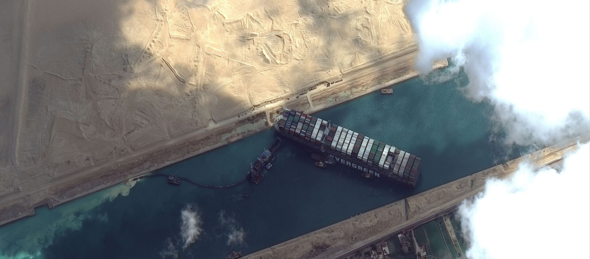 Ever Given container ship is pictured in Suez Canal in this Maxar Technologies satellite image taken on March 26, 2021 - Sputnik Italia, 1920, 27.03.2021