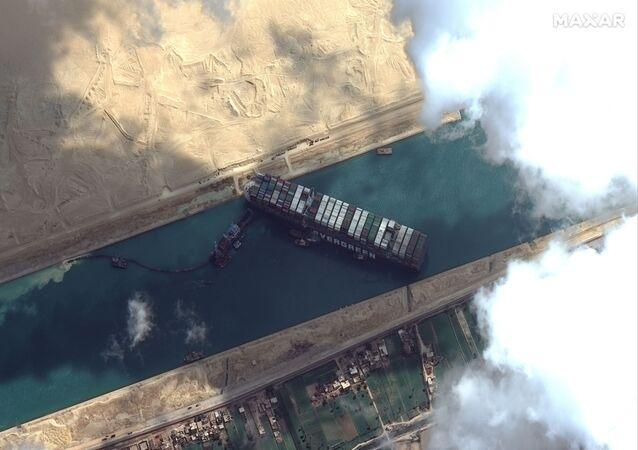Nave cargo Ever Given incagliata nel Canale di Suez