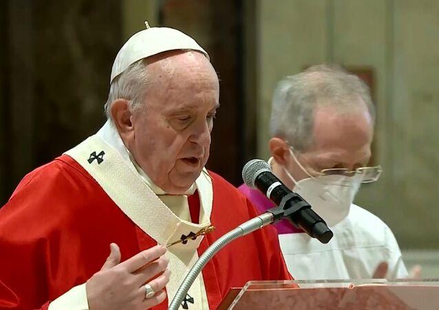 Papa Francesco celebra Domenica delle Palme tra pochi invitati