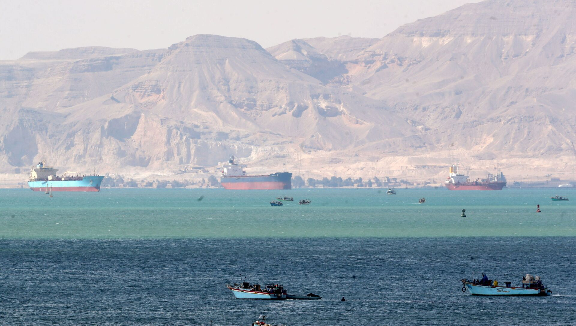Ships and boats are seen at the entrance of Suez Canal, which was blocked by stranded container ship Ever Given that ran aground, Egypt March 28, 2021. REUTERS/Mohamed Abd El Ghany - Sputnik Italia, 1920, 28.03.2021