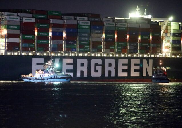 La nave cargo Ever Given che blocca il canale di Suez