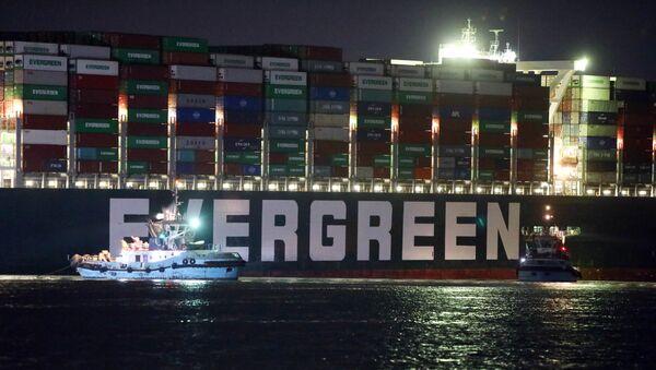 La nave cargo Ever Given che blocca il canale di Suez - Sputnik Italia