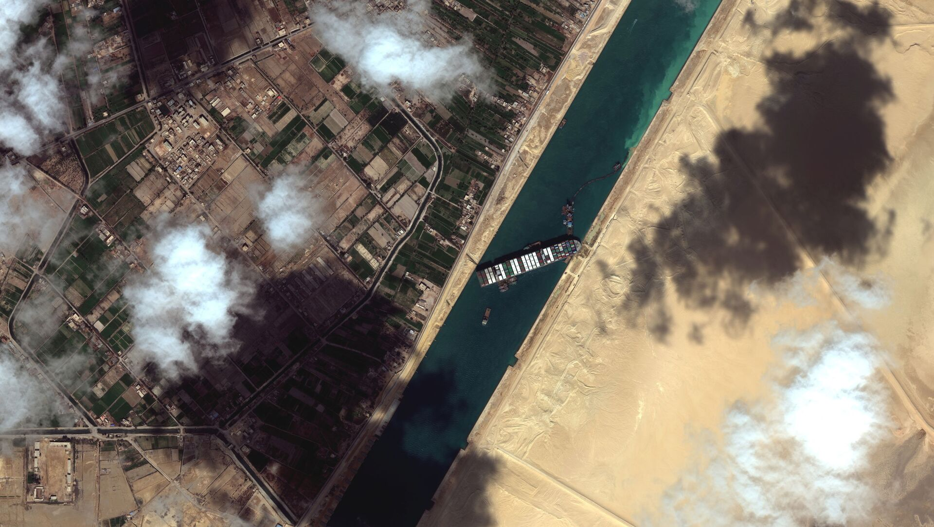 A general view of the Ever Given container ship in Suez Canal, in Suez Canal in this Maxar Technologies satellite image taken on March 27, 2021.  - Sputnik Italia, 1920, 28.03.2021
