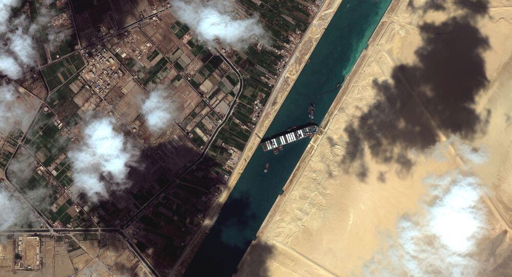 Canale di Suez con nave Ever Given arenata