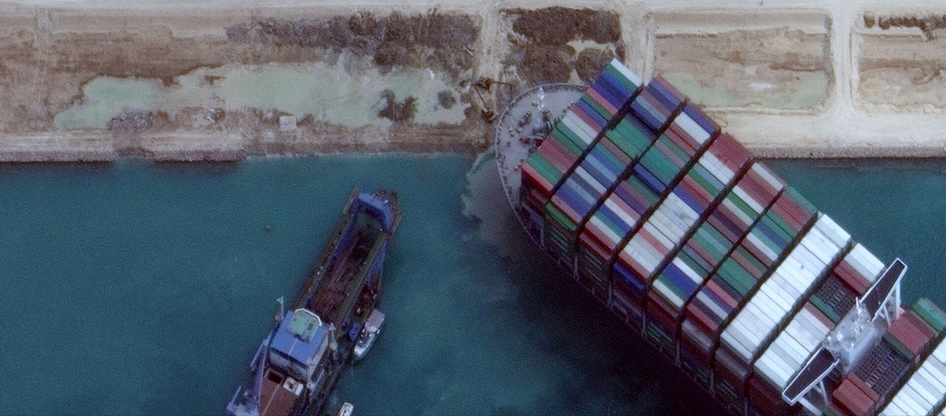 La nave Ever Given rimasta incagliata nel Canale di Suez ha iniziato a girare, ma non galleggia ancora - Sputnik Italia, 1920, 29.03.2021
