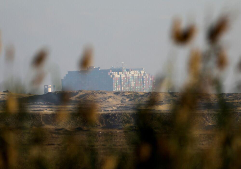 La Ever Given è stata riorientata per l'80% nella giusta direzione ha reso noto in un comunicato il direttore dell'Autorità del Canale di Suez, Osama Rabie