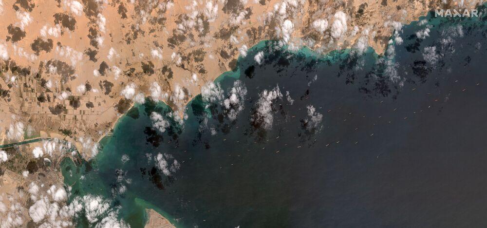 Non è chiaro quando il Canale di Suez verrà riaperto al traffico