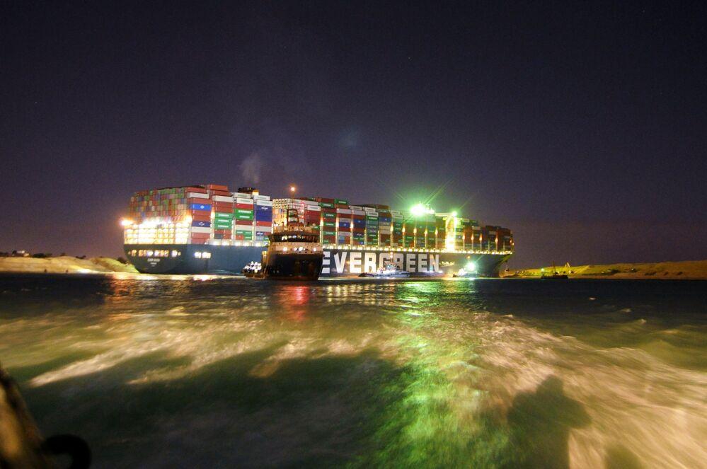 Con lo stop della navigazione l'Egitto perde circa 13-14 milioni di dollari di entrate ogni giorno