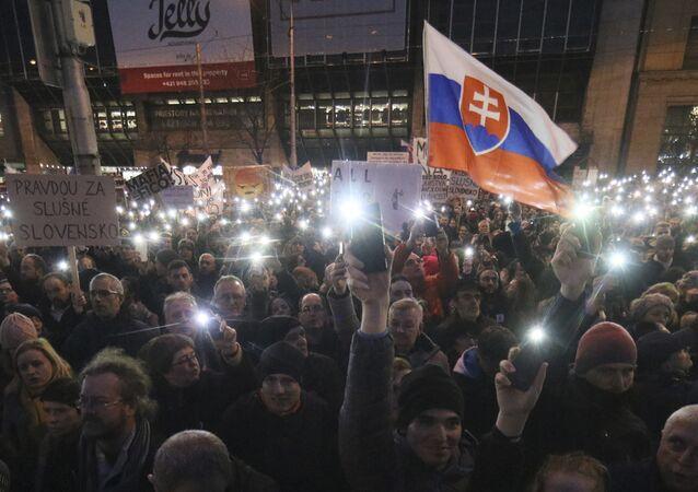 Manifestanti a Bratislava (foto d'archivio)