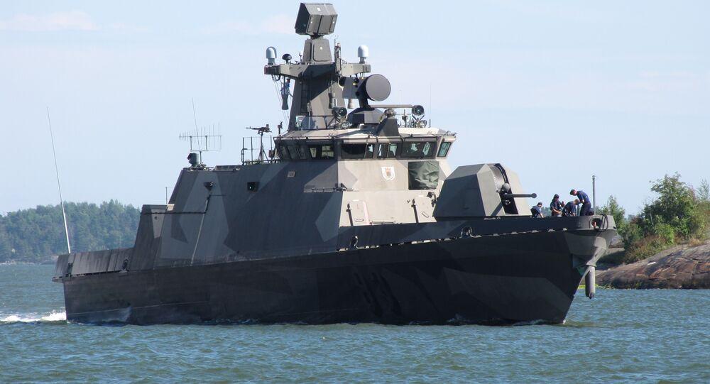 Motocannoniera missilistica finlandese Pori (83), quarta nave della classe Hamina, nel porto meridionale di Helsinki.