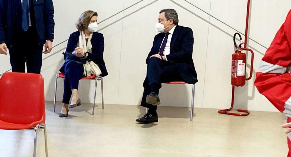 Il Presidente Draghi e la moglie Maria Serenella Cappello si sono contro il Covid-19 con il vaccino AstraZeneca a Roma