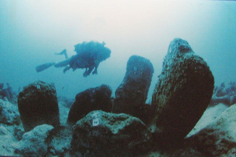 Atlit Yam, un antico villaggio neolitico sommerso al largo della costa di Atlit , in Israele