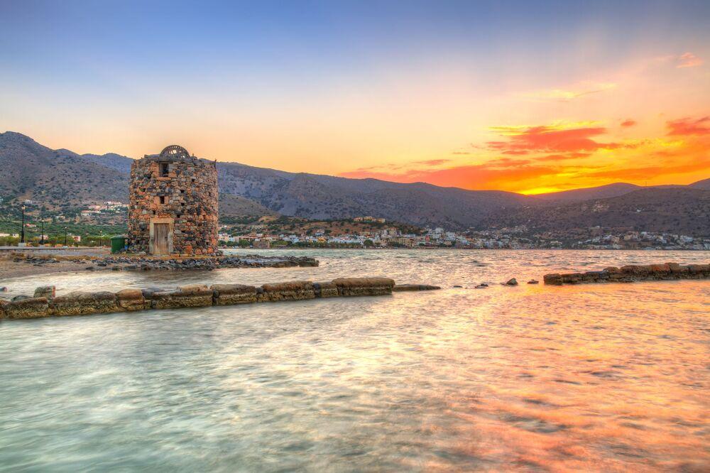 Vecchia rovina del mulino a vento alla baia di Mirabello, Creta