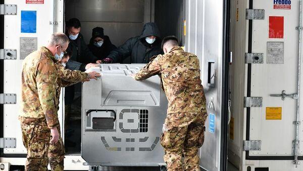 L'arrivo del vaccino Moderna all'aeroporto militare di Pratica di Mare - Sputnik Italia