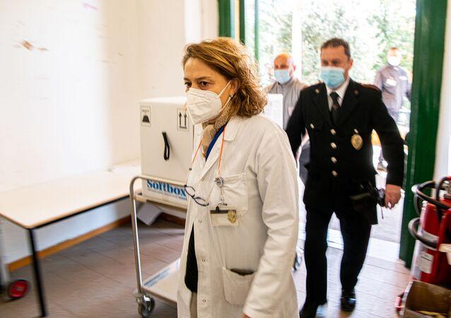 Consegna Vaccini Pfizer all'Ospedale Santa Maria della Pietà a Roma