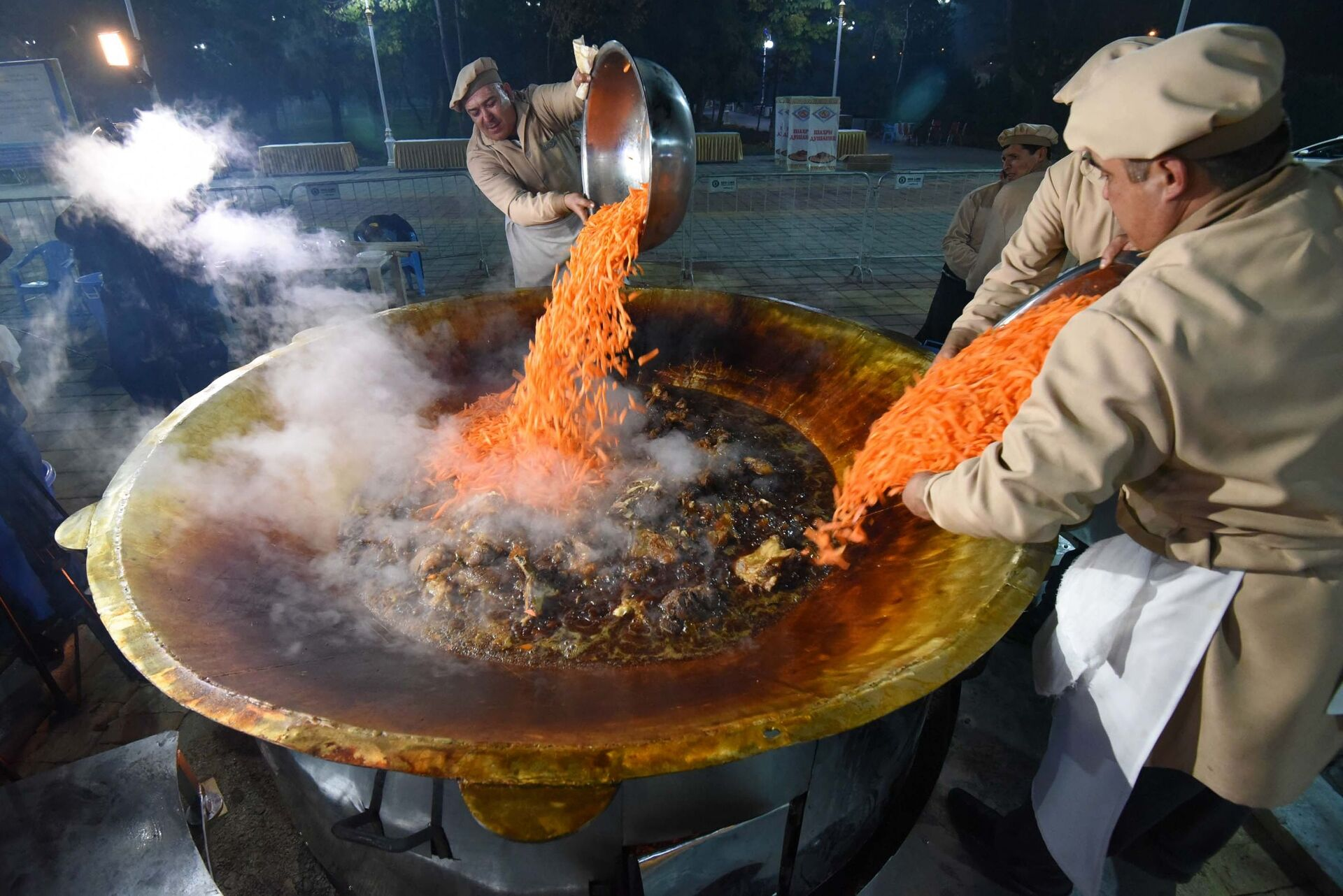 Preparazione del Plov, piatto tipico del Tagikistan e non solo a Dushanbe - Sputnik Italia, 1920, 18.05.2021