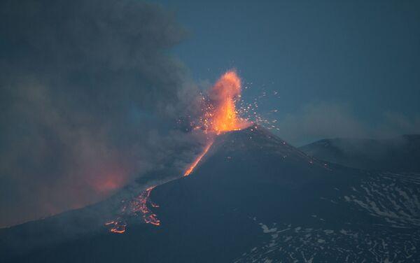 Etna in eruzione 1 aprile 2021 - Sputnik Italia