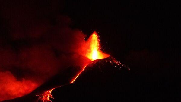 Etna in eruzione 1 aprile - Sputnik Italia