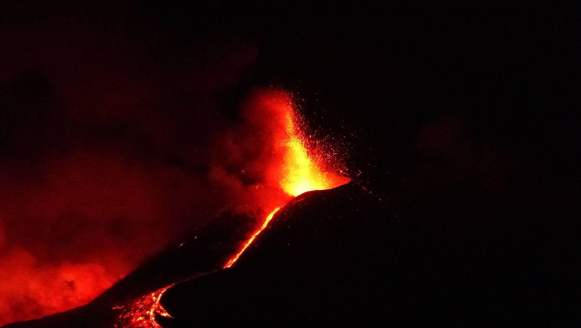 Etna in eruzione 1 aprile - Sputnik Italia, 1920, 01.04.2021
