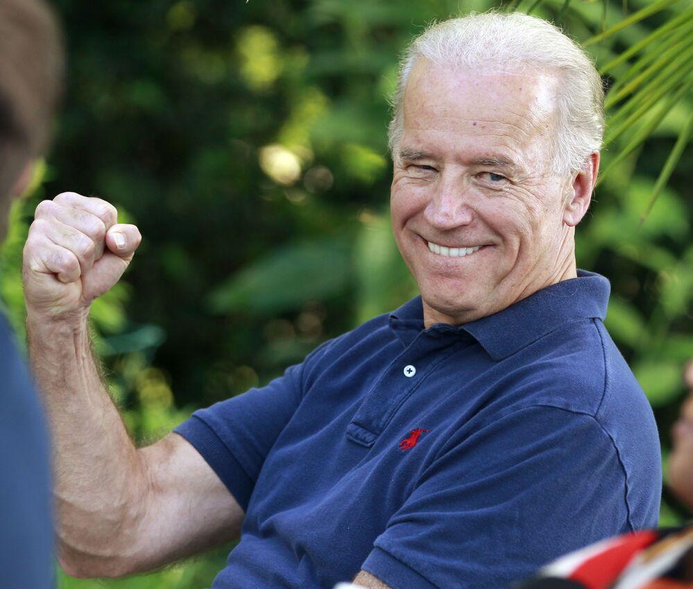 Biden scherza sul fatto di evitare un errore di Blumenthal, un riferimento alle dichiarazioni errate del procuratore generale del Connecticut riguardo al servizio in Vietnam, martedì 25 maggio 2010