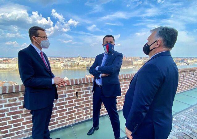 Matteo Salvini a Budapest con il premier ungherese Viktor Orbán e il premier polacco Mateusz Morawiecki.