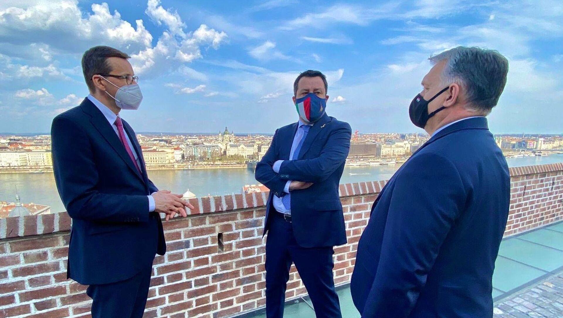Matteo Salvini a Budapest con il premier ungherese Viktor Orbán e il premier polacco Mateusz Morawiecki - Sputnik Italia, 1920, 01.04.2021
