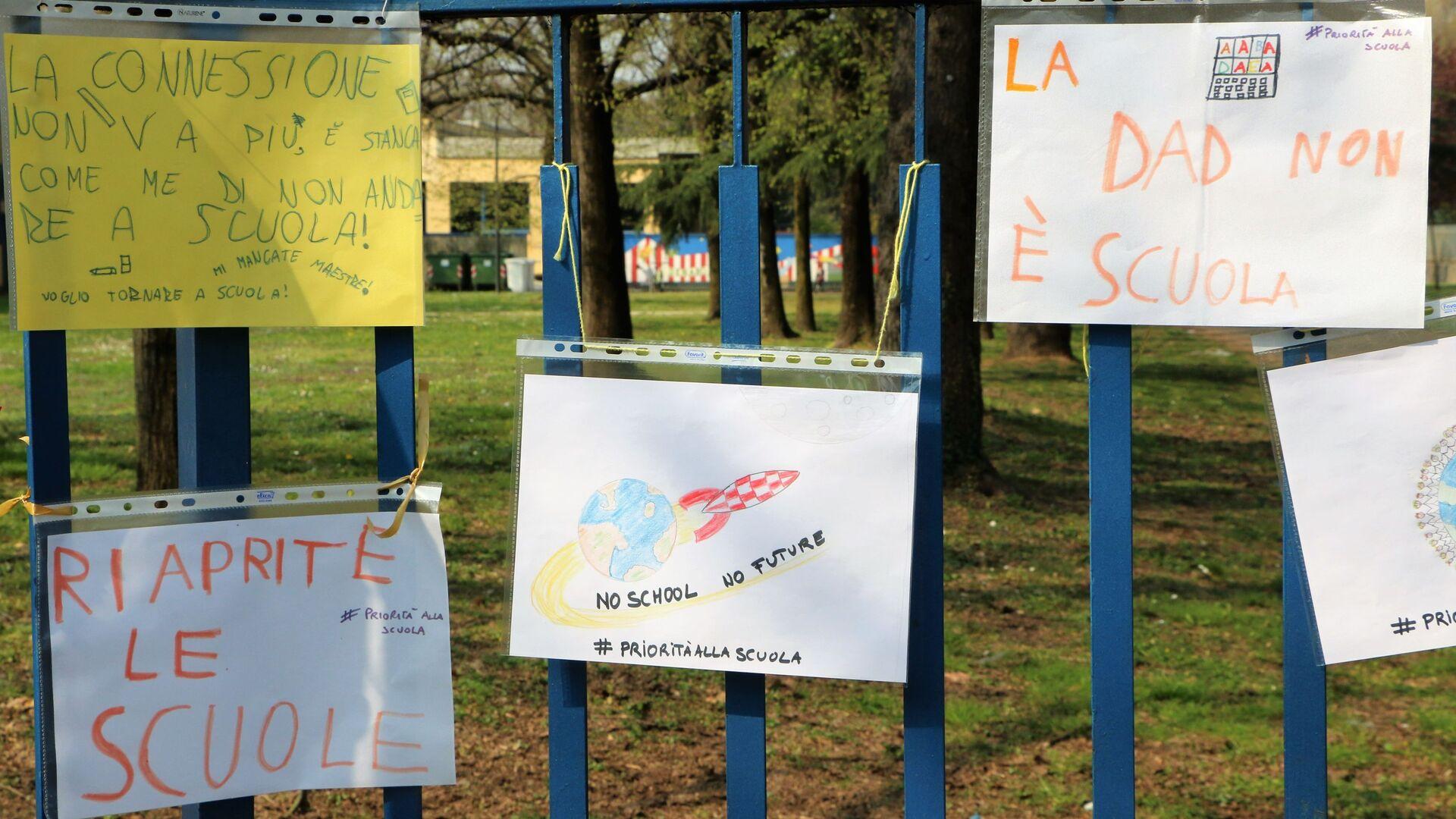 Manifestazioni in tutta Italia per chiedere il ritorno di bambini e ragazzi alla scuola in presenza - Sputnik Italia, 1920, 13.05.2021