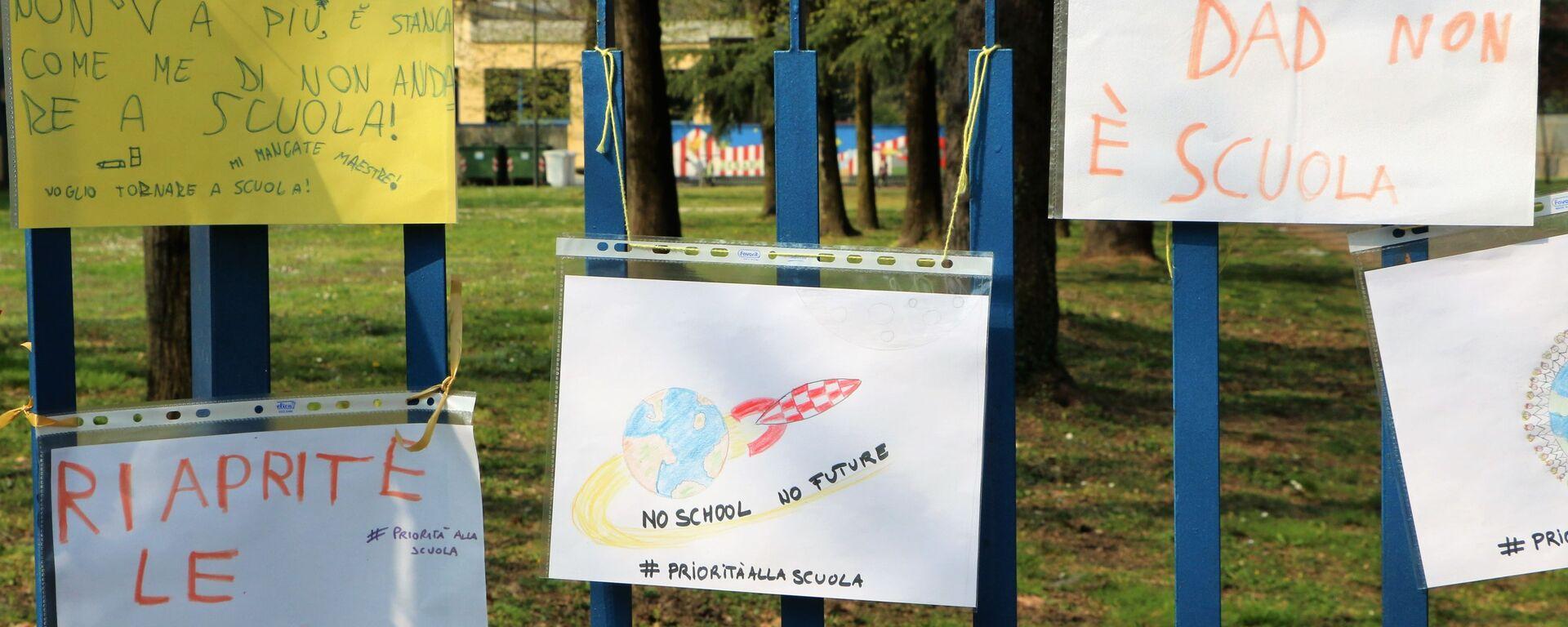 Manifestazioni in tutta Italia per chiedere il ritorno di bambini e ragazzi alla scuola in presenza - Sputnik Italia, 1920, 28.04.2021