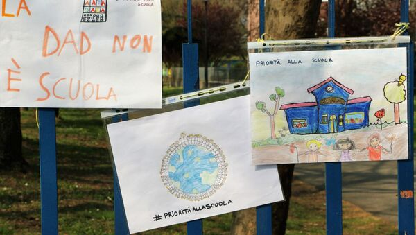 Priorità alla scuola in presenza - Sputnik Italia