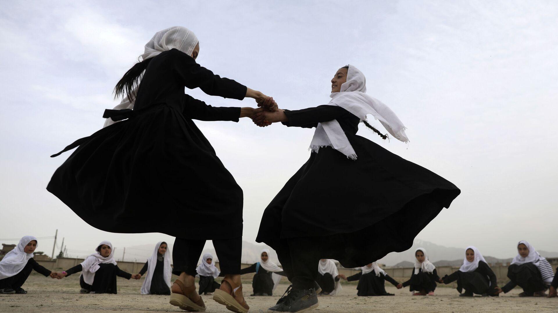 Школьники играют в Кабуле, Афганистан - Sputnik Italia, 1920, 31.05.2021