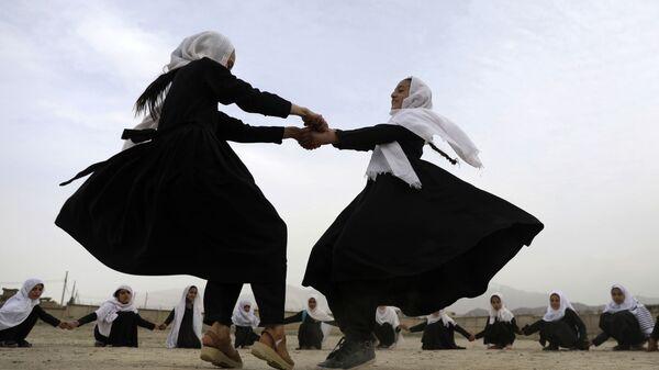 Школьники играют в Кабуле, Афганистан - Sputnik Italia