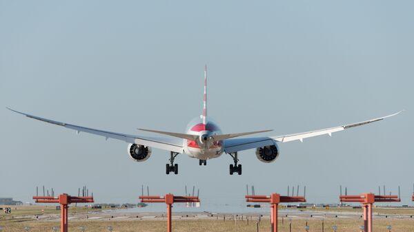 Un aereo American Airlines decolla dall'aeroporto di Dallas - Sputnik Italia