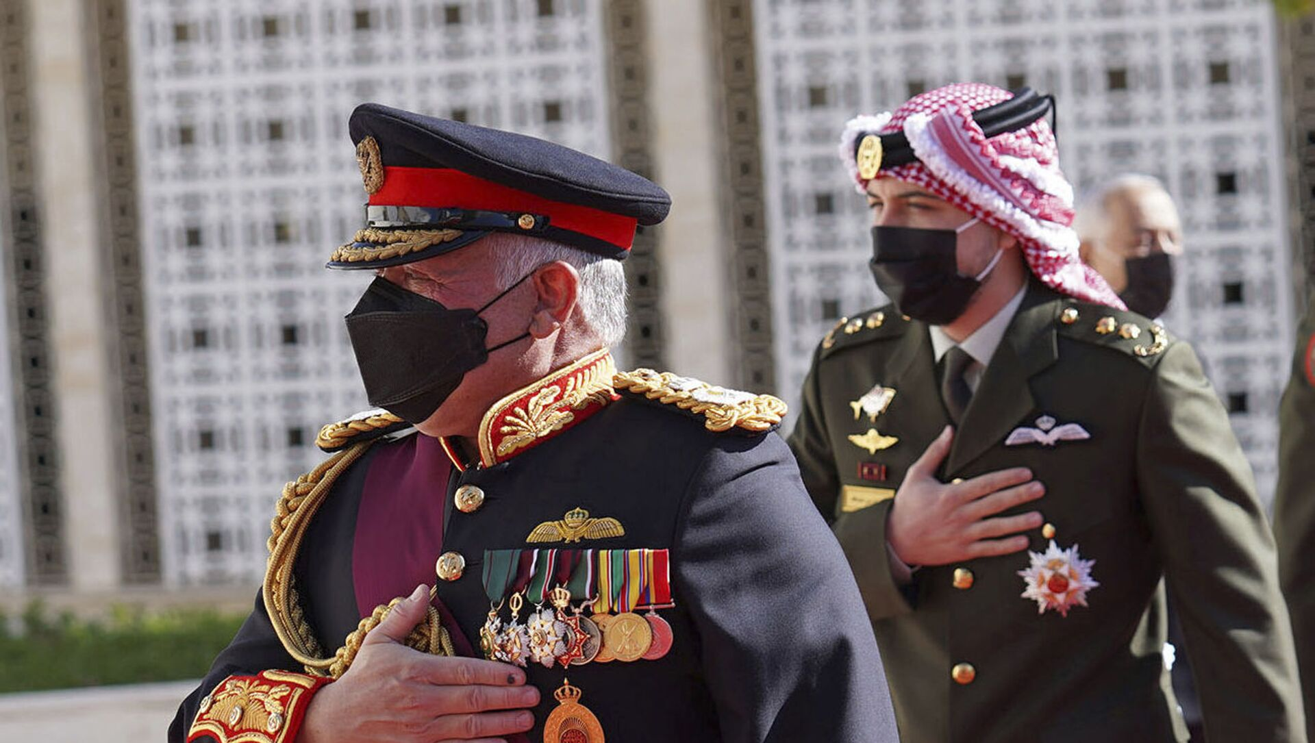In this photo released by the Royal Hashemite Court, Jordan's King Abdullah II arrives for the inauguration of the 19th Parliament's non-ordinary session to  deliver a speech from the throne, in Amman Jordan, Thursday, Dec. 10, 2020.  - Sputnik Italia, 1920, 03.04.2021