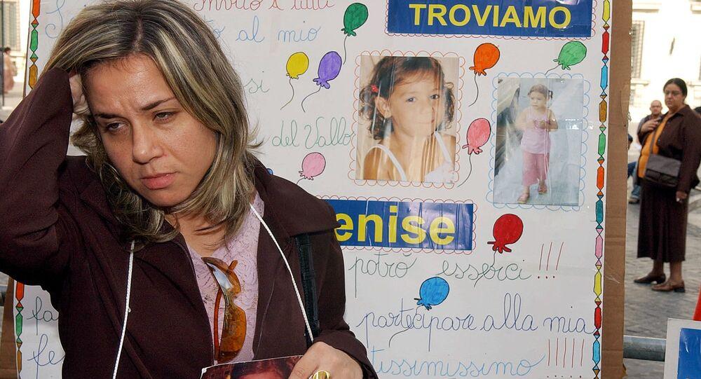 La madre della ragazza scomparsa Denise Pipitone con le sue foto a Roma