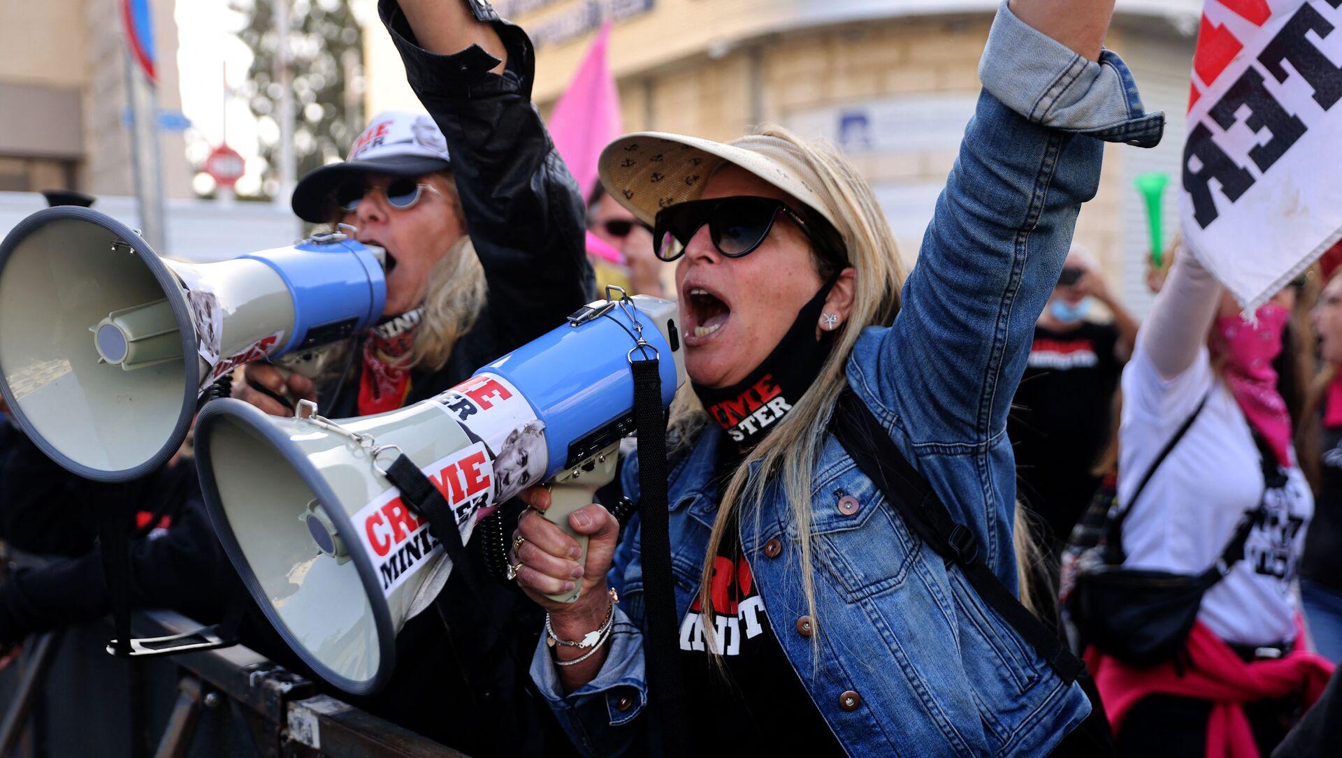 Le proteste contro Benyamin Netanyahu di fronte alla sede del tribunale distrettuale di Gerusalemme dove è in corso la udienza del processo - Sputnik Italia, 1920, 18.05.2021