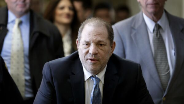 In this Feb. 24, 2020, file photo, Harvey Weinstein arrives at a Manhattan courthouse as jury deliberations continue in his rape trial in New York. The disgraced Hollywood film mogul and convicted rapist is asking a bankruptcy judge in Delaware to allow him to pursue arbitration in New York over what he claims is his wrongful termination from the company he co-founded. - Sputnik Italia