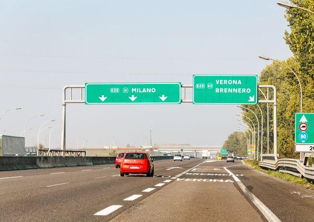 L'autostrada A1 Milano-Napoli, chiamata anche Autostrada del Sole