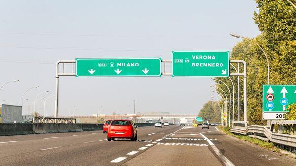L'autostrada A1 Milano-Napoli, chiamata anche Autostrada del Sole - Sputnik Italia