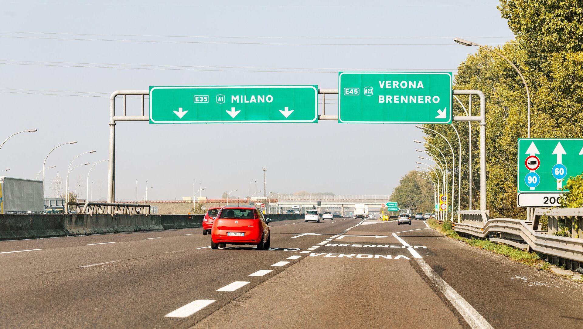 L'autostrada A1 Milano-Napoli, chiamata anche Autostrada del Sole - Sputnik Italia, 1920, 06.04.2021