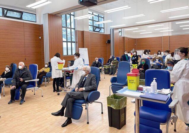 Roma - Il Presidente della Repubblica Sergio Mattarella all'Ospedale Spallanzani, in occasione della somministrazione del vaccino anti Covid-19