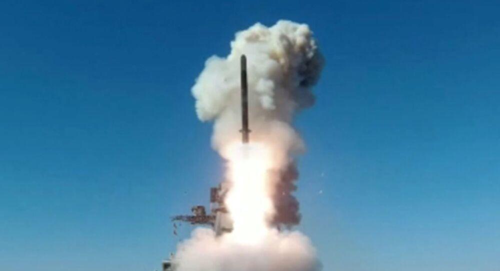 Lancio missili da crociera Kalibr da fregata Marshal Shaposhnikov